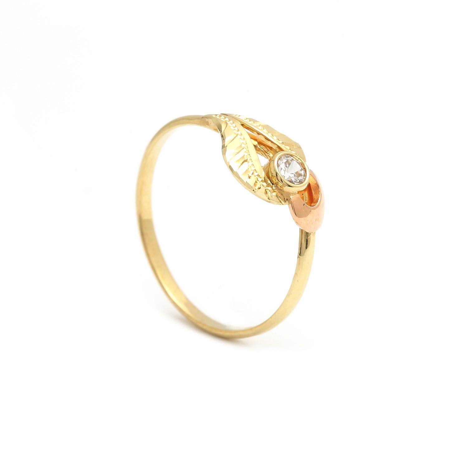 Zlatý dámsky prsteň POINSETTIA 2PK00125